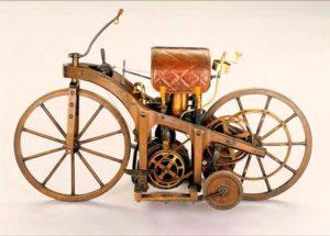 Motocicletaa inventada por Wilhelm Maybach y Gottlieb Daimler