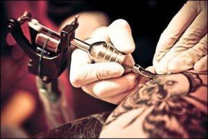 tatuando